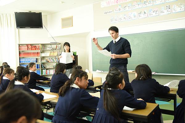 世界とつながるための英語の力を築く